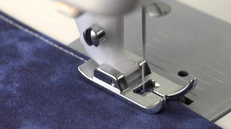 Naaimachinevoetjes op een rij