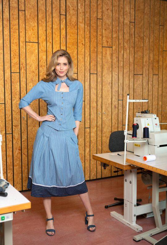KM 8 blouse 12, rok 7